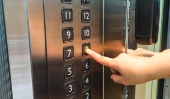 Em pleno 2017, por que a Câmara ainda tem ascensoristas?