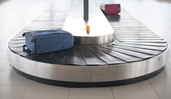 Voar de avião pode ficar mais barato com cobrança por bagagens: por quê?