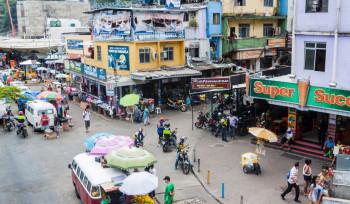 Por que as coisas custam caro na favela?
